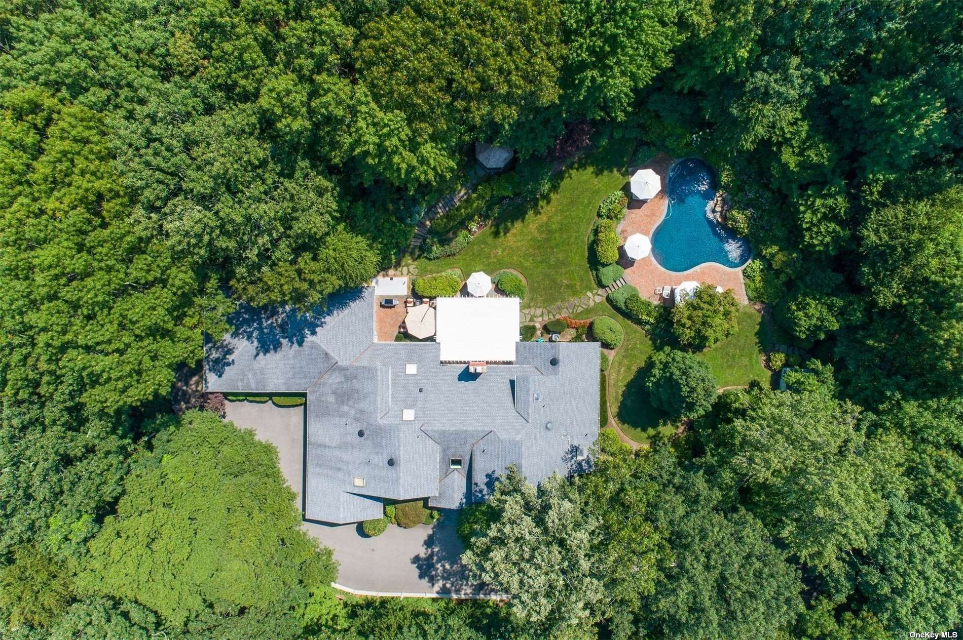Photo of 30 Laurel Cove Road, Oyster Bay Cove, NY 11771 (MLS # 3346880)