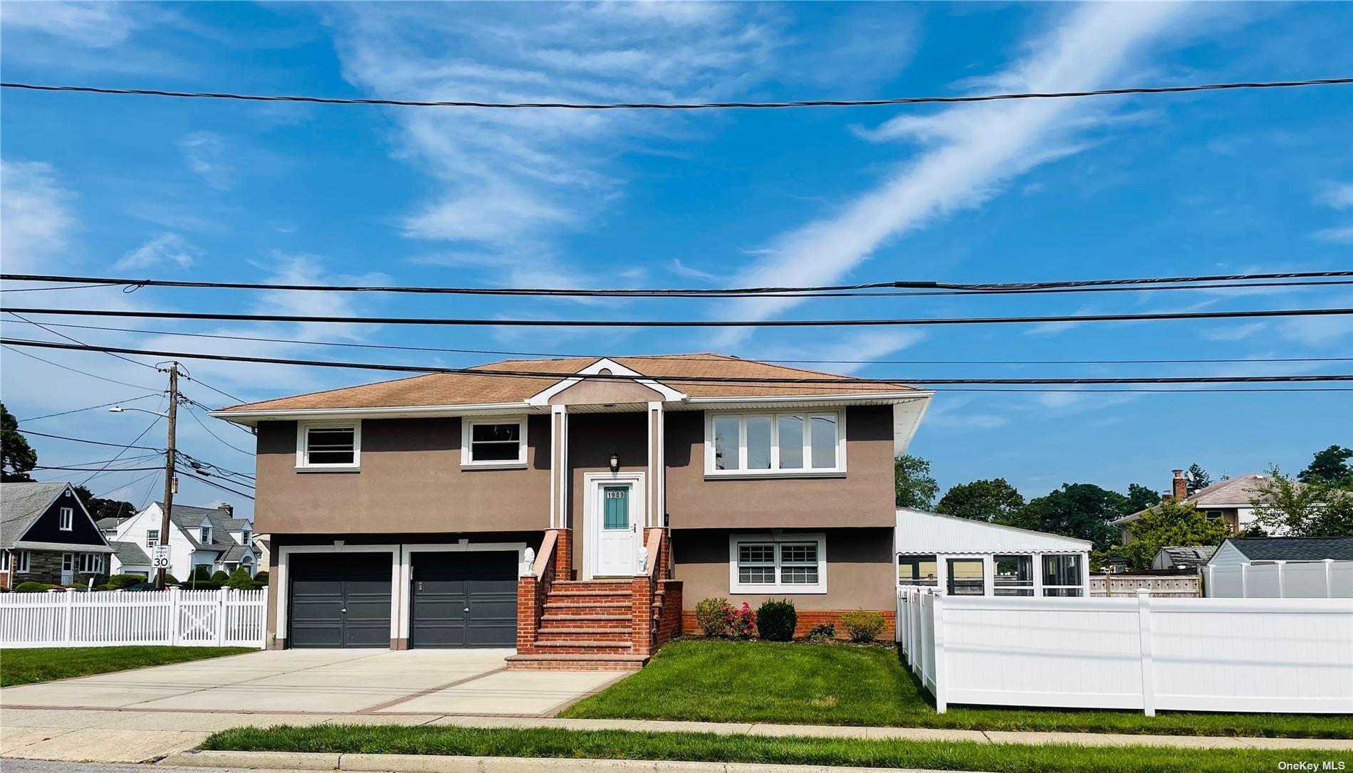 1989 Seamans Neck Rd, Seaford, NY 11783 - MLS#: 3330889