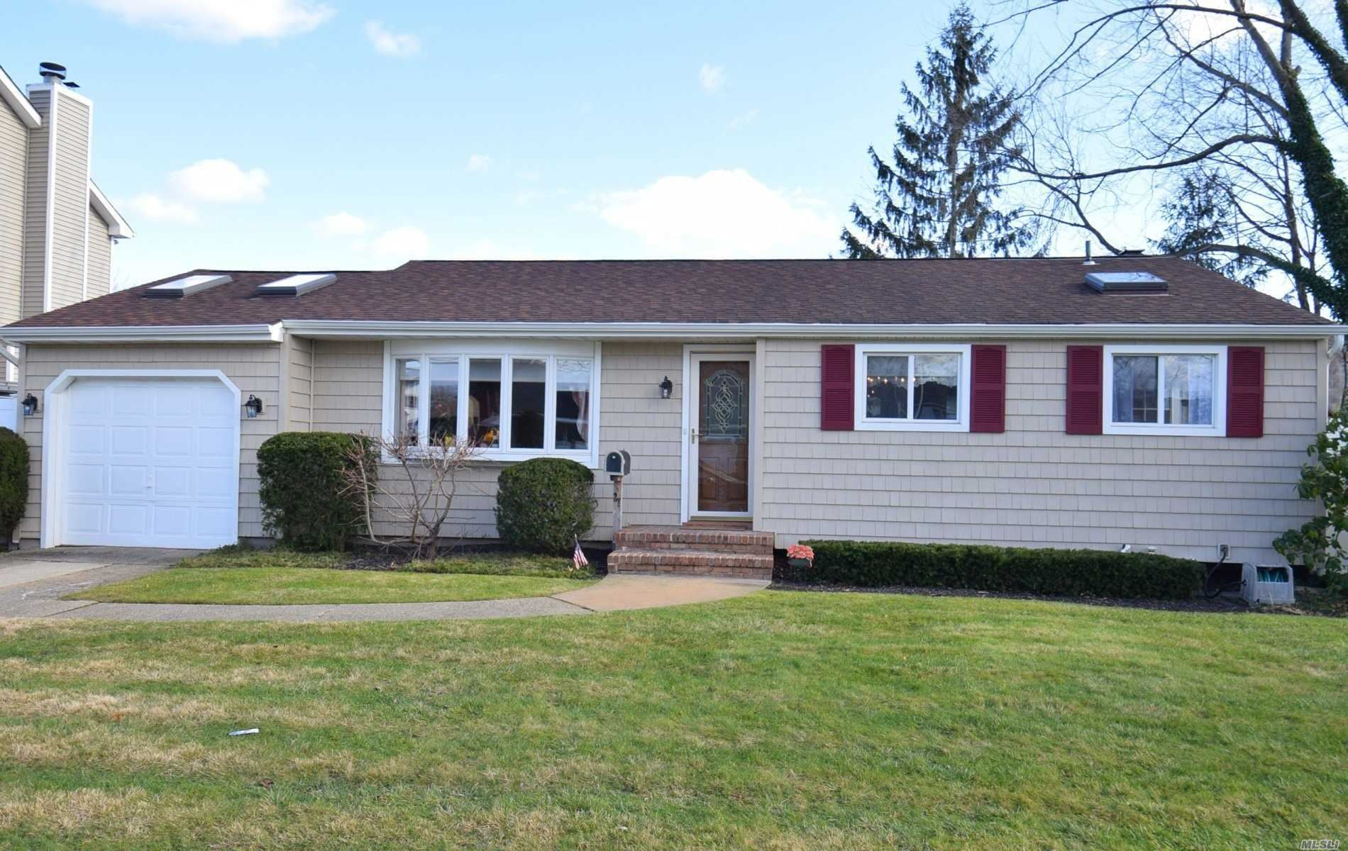 27 Evergreen Place, Deer Park, NY 11729 - MLS#: 3184899