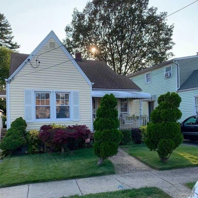 8 Sunnyside Avenue, Hempstead, NY 11550 - MLS#: 3256901