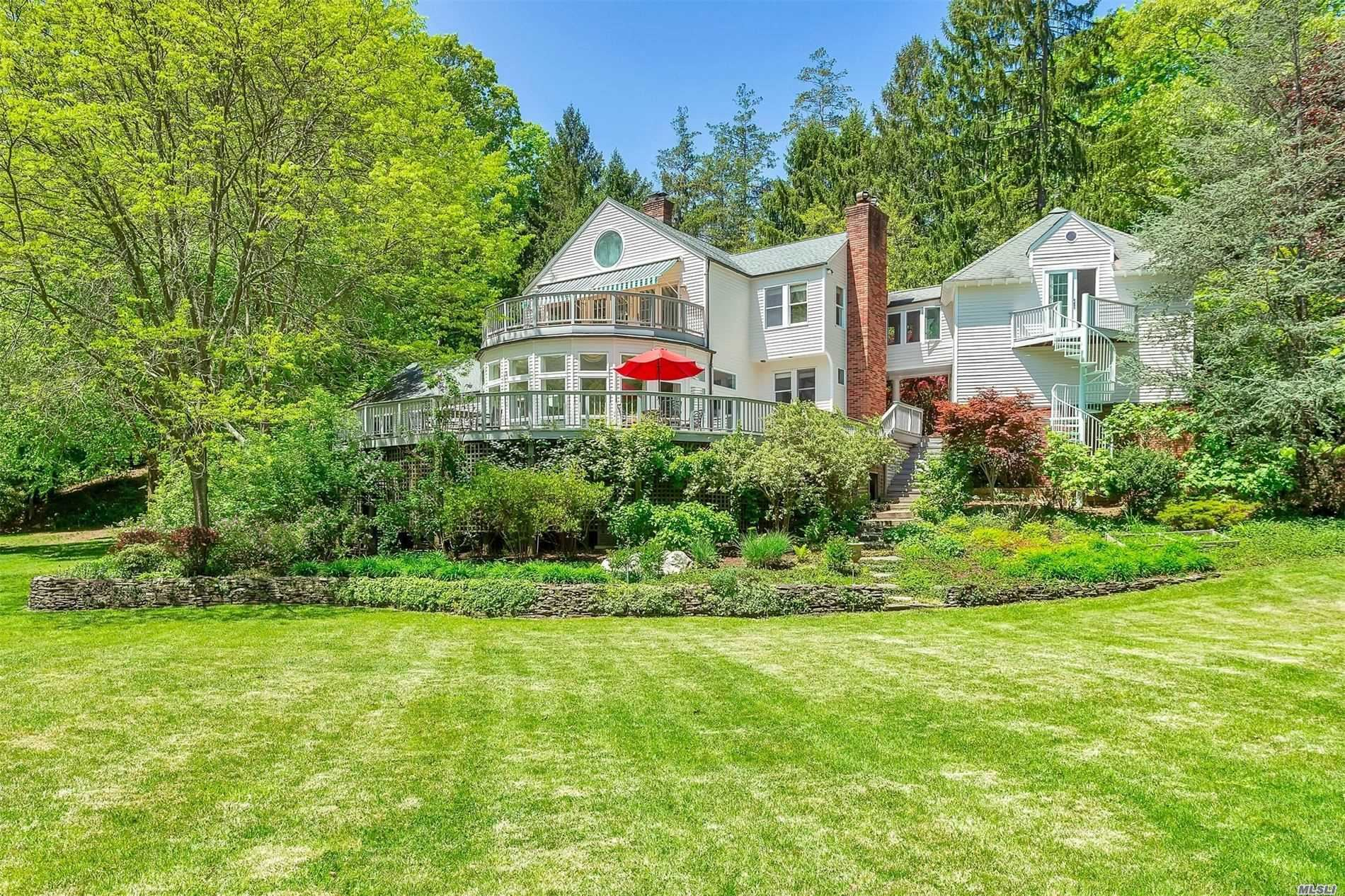 Photo of 18 Tennis Court Road, Cove Neck, NY 11771 (MLS # 3123902)