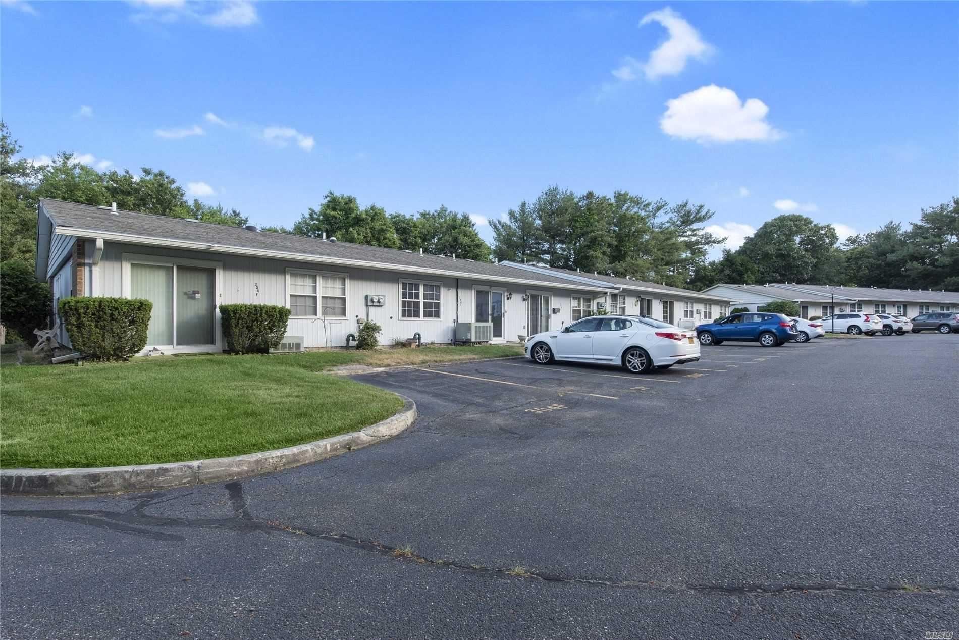 304 Torquay Court, Ridge, NY 11961 - MLS#: 3223911