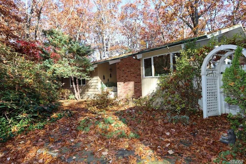 Photo of 38 Ridge Rock Lane, East Norwich, NY 11732 (MLS # 3268913)