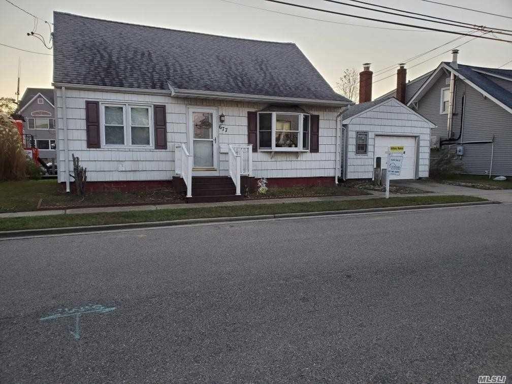 677 S 9 Th Street, Lindenhurst, NY 11757 - MLS#: 3263919