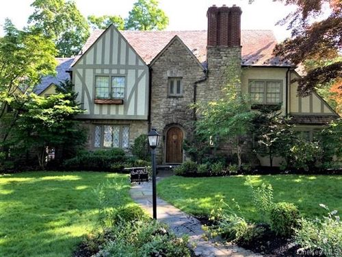 Photo of 7 Chedworth Road, Scarsdale, NY 10583 (MLS # H6042921)
