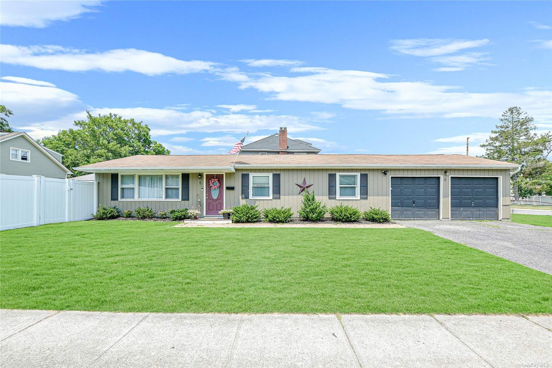 5 Mulford Street, Patchogue, NY 11772 - MLS#: 3327923