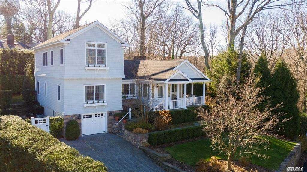Photo of 790 Connecticut View Drive, Oyster Bay, NY 11771 (MLS # 3274931)