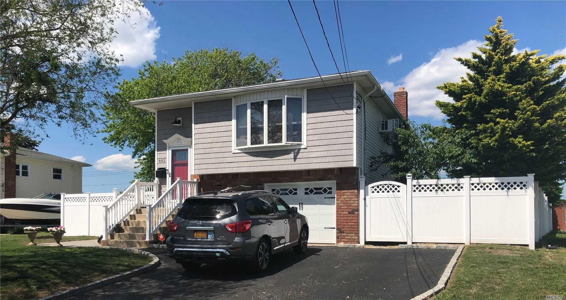 852 Ocean Street, Lindenhurst, NY 11757 - MLS#: 3220934