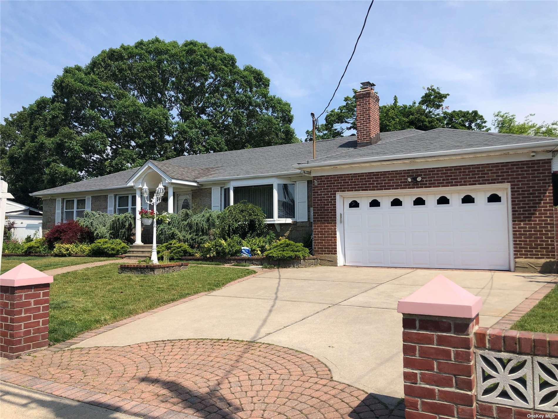 Photo of 203 N Cedar Street, Massapequa, NY 11758 (MLS # 3286937)