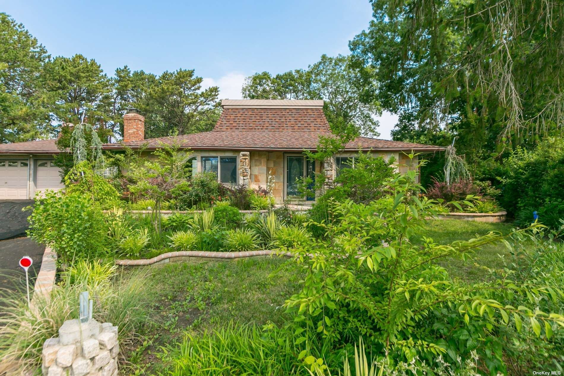 2 Victoria Circle, East Patchogue, NY 11772 - #: 3339937