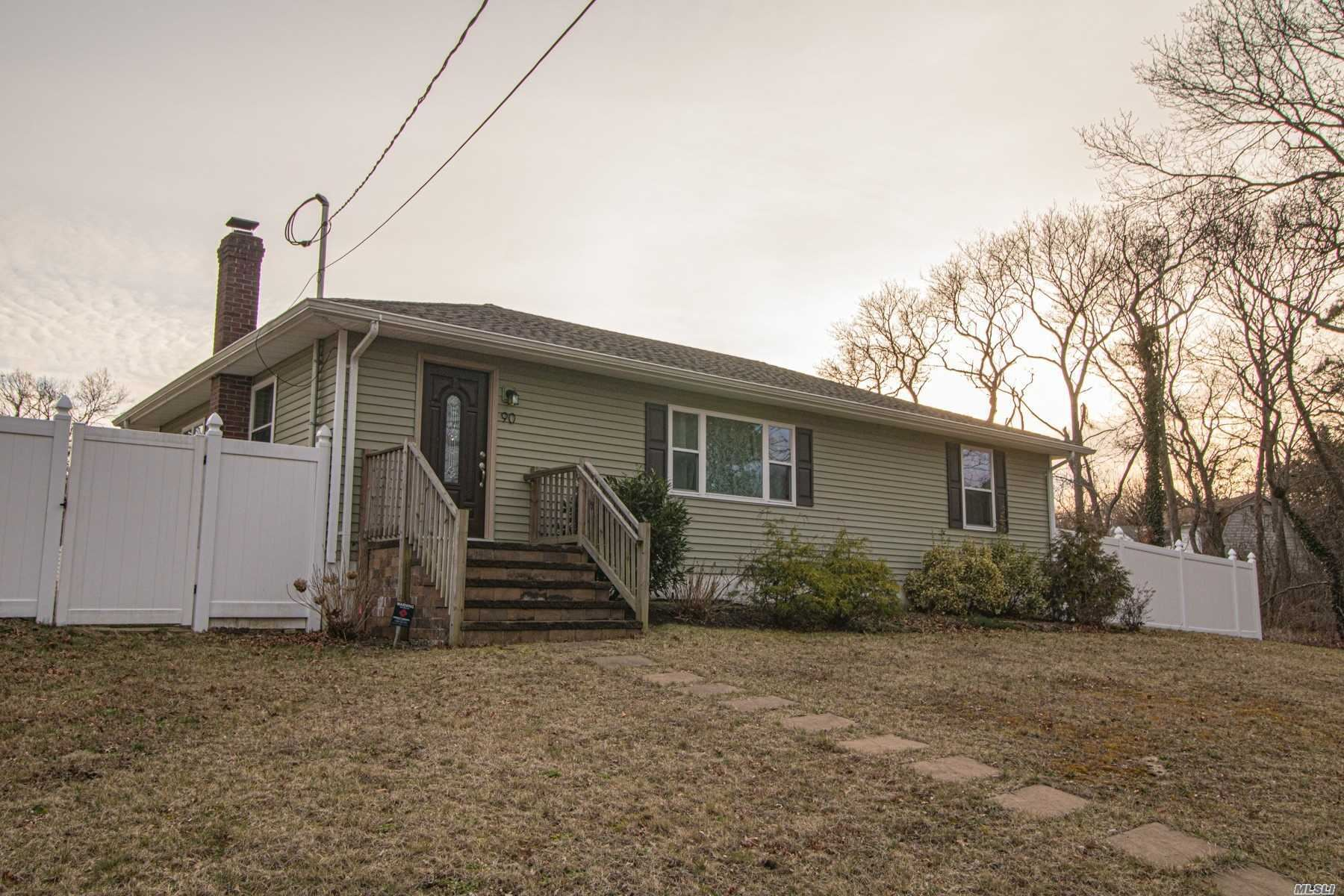 90 Lakeview Dr, Patchogue, NY 11772 - MLS#: 3215938