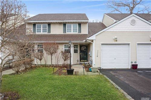 Photo of 98 Mulberry Cmns, Riverhead, NY 11901 (MLS # 3282950)