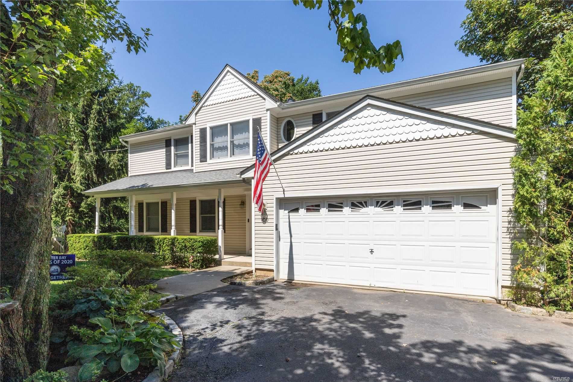 Photo of 100 Mill River Road, Oyster Bay, NY 11771 (MLS # 3239958)