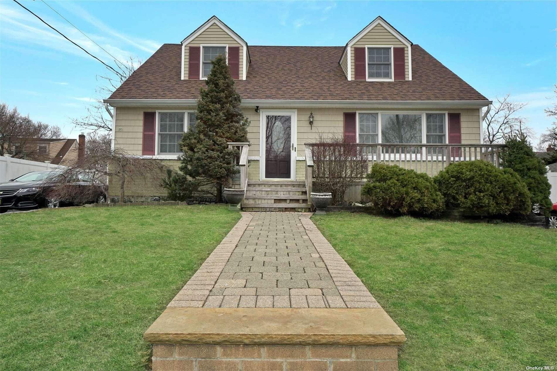 60 Dix Hills Road, Huntington, NY 11743 - MLS#: 3296959