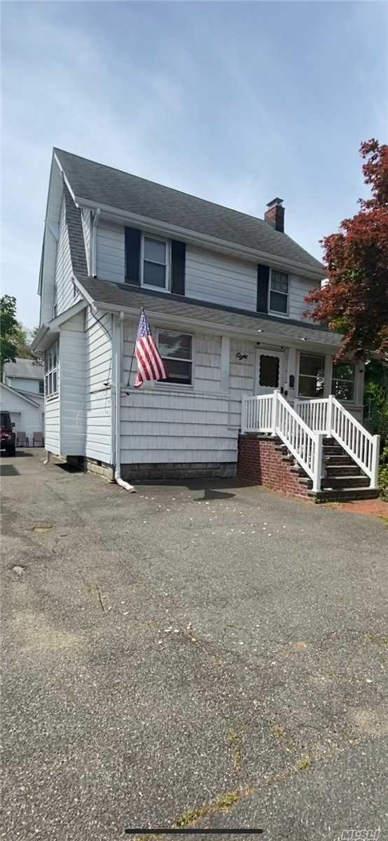 8 Leach St, Lynbrook, NY 11563 - MLS#: 3215960