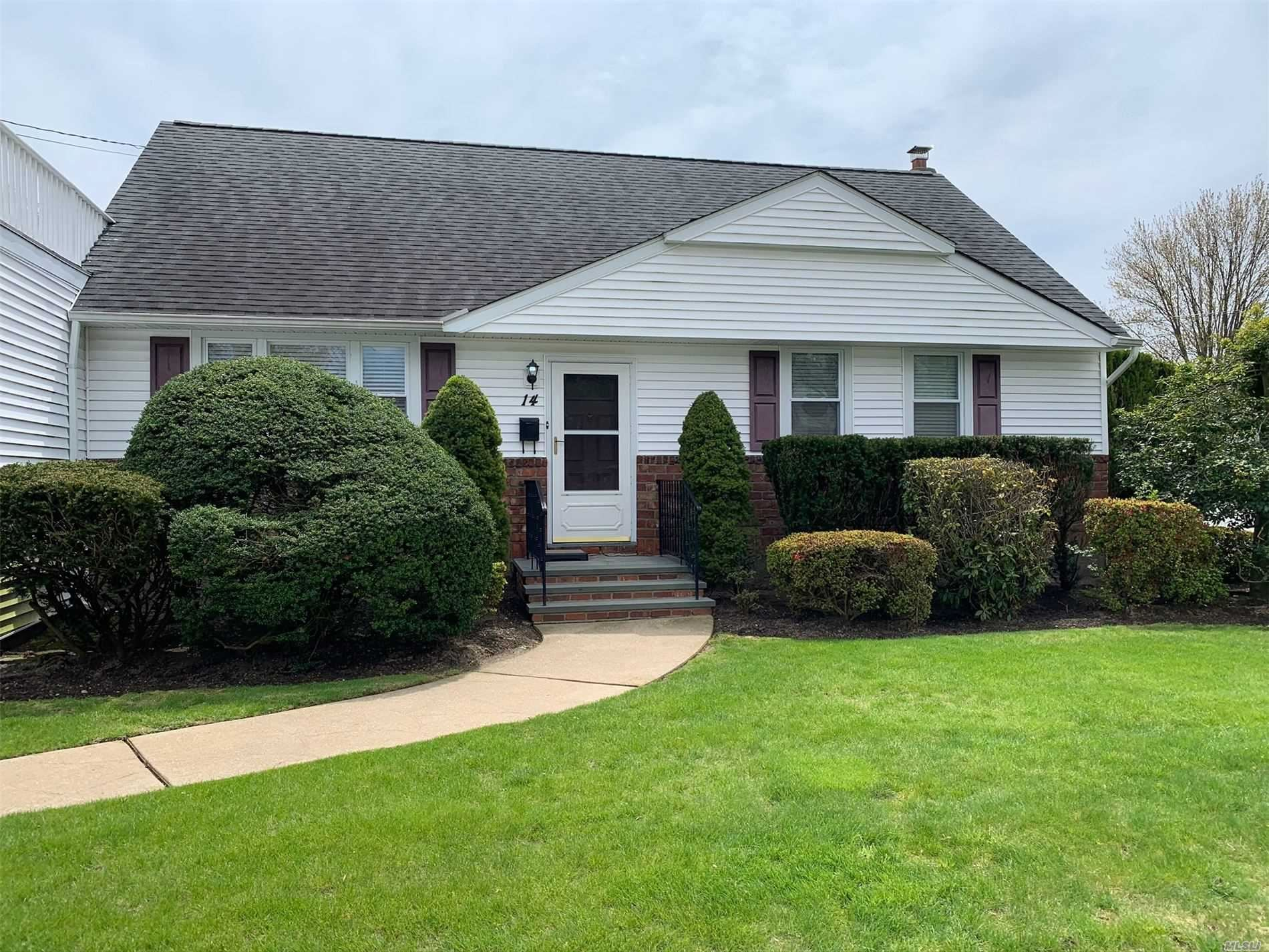 14 Burling Lane S, West Islip, NY 11795 - MLS#: 3235962