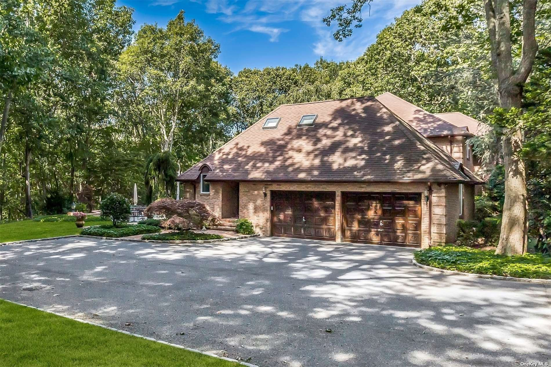 Photo of 17 Palatine Court, Oyster Bay Cove, NY 11791 (MLS # 3298963)