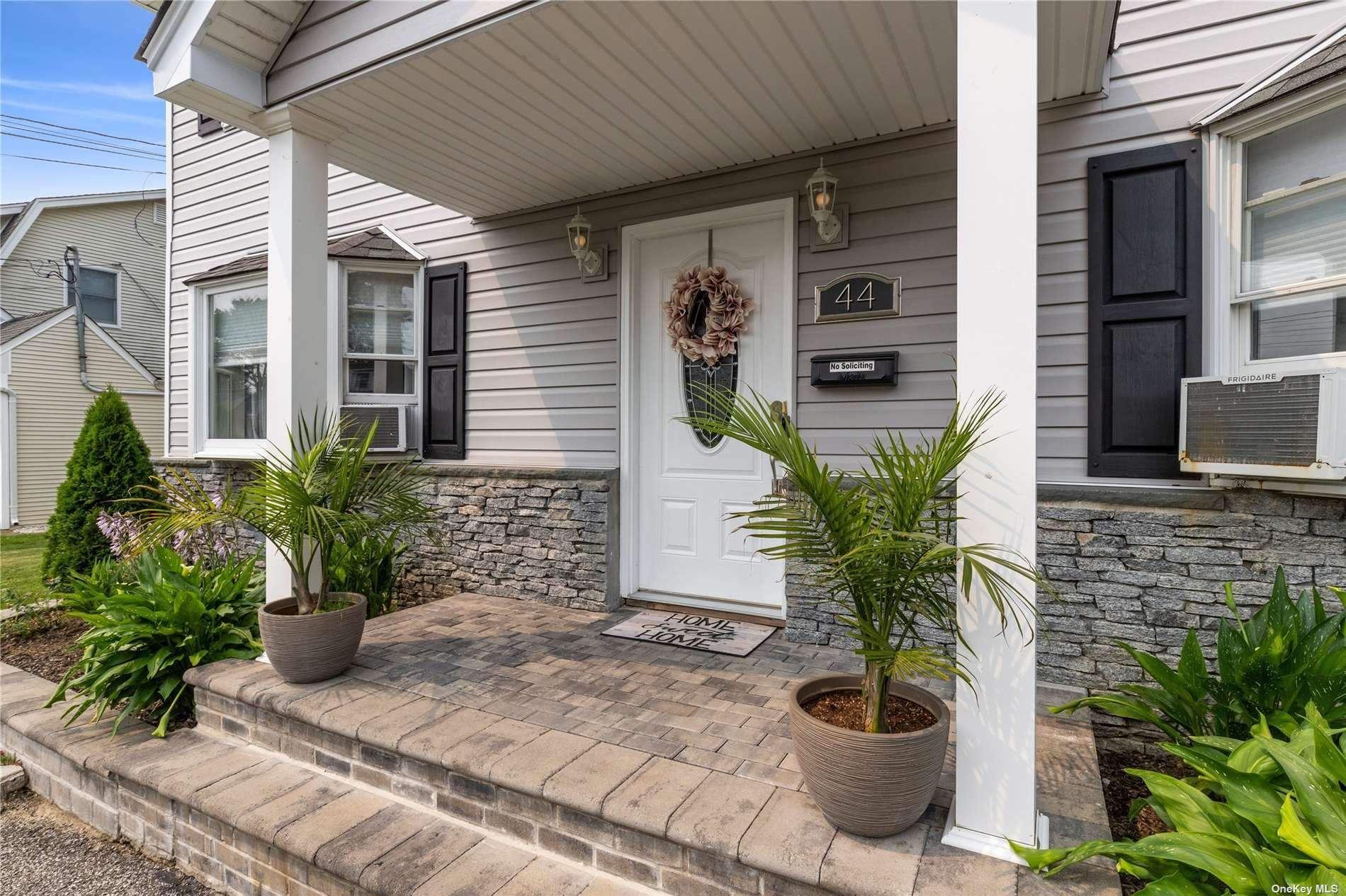 44 W Oak Street, Farmingdale, NY 11735 - MLS#: 3331969
