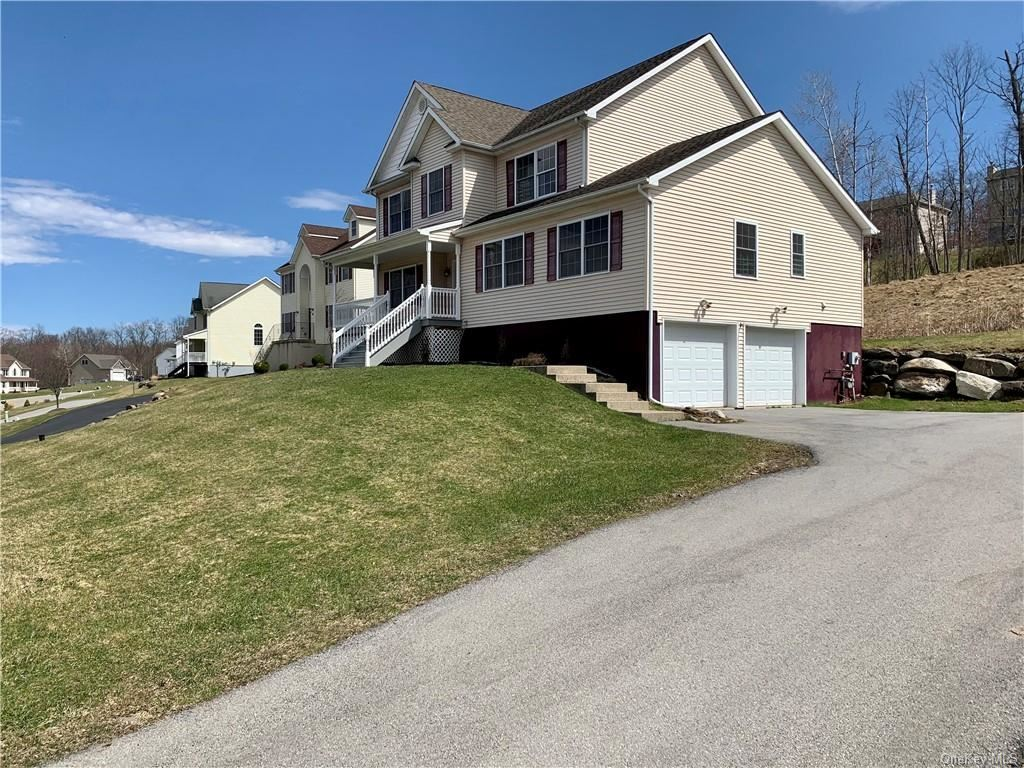 Photo of 38 Highland View Place, Middletown, NY 10940 (MLS # H6106972)
