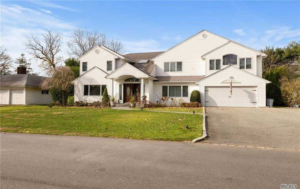 Photo for 37 Bluebird Drive, East Hills, NY 11577 (MLS # 3271976)