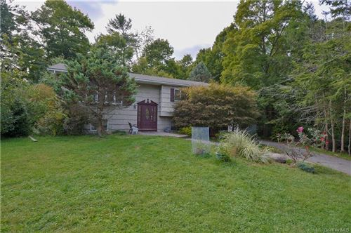 Photo of 7 Arrowhead Lane, Suffern, NY 10901 (MLS # H6071979)
