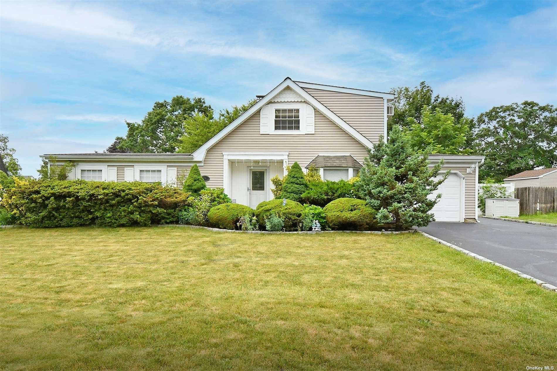 74 White Pine Way, Medford, NY 11763 - MLS#: 3328984