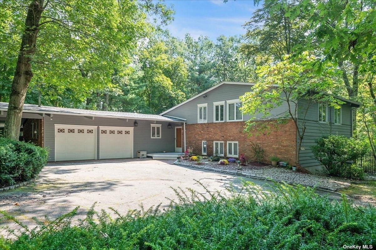 Photo of 124 Split Oak Drive, East Norwich, NY 11732 (MLS # 3346988)