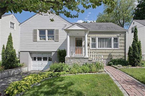 Photo of 15 Blossom Terrace, Larchmont, NY 10538 (MLS # H6056991)