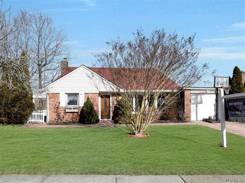 Photo of 39 Sideview Drive, Oyster Bay, NY 11771 (MLS # 3282993)