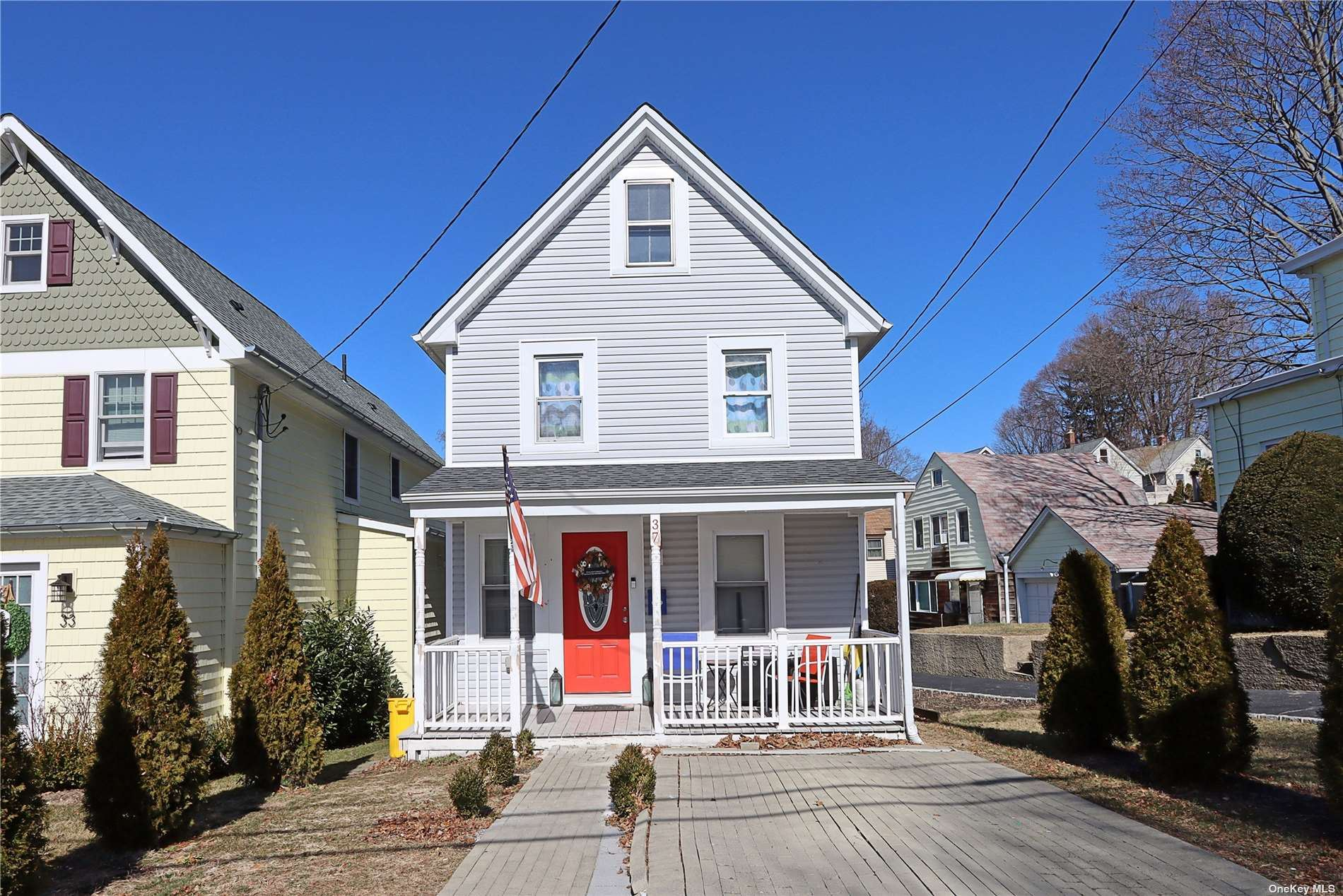 Photo of 37 Weeks Avenue, Oyster Bay, NY 11771 (MLS # 3304994)