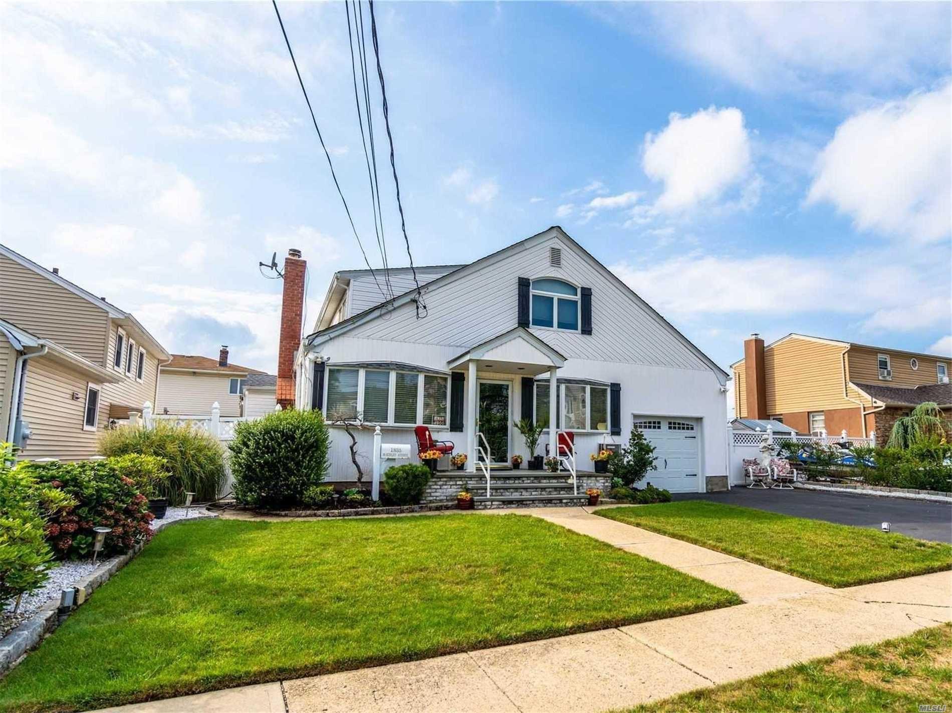 1835 Mckinley Avenue, East Meadow, NY 11554 - MLS#: 3245995