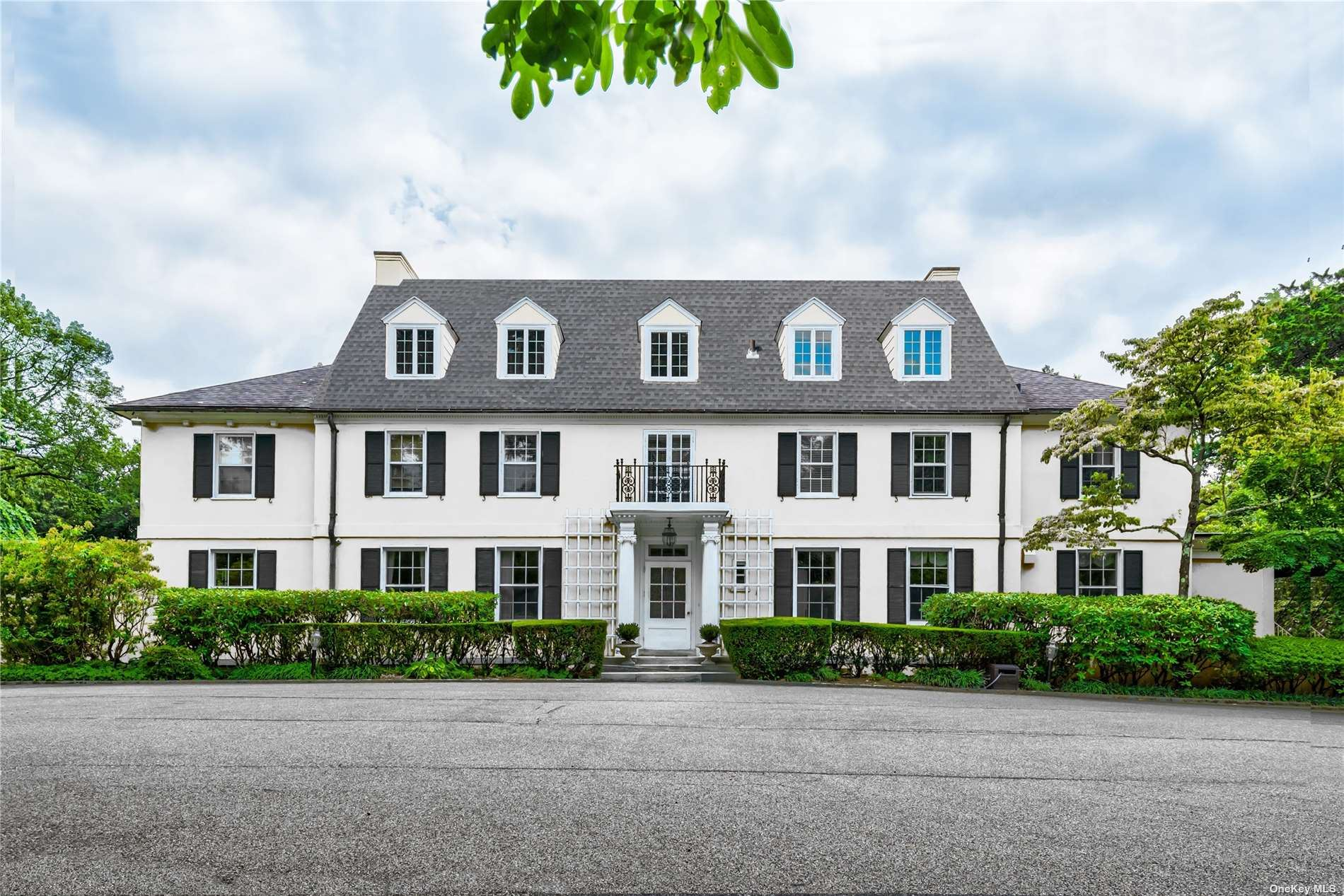Photo of 16 Forest Court, Oyster Bay Cove, NY 11791 (MLS # 3310995)