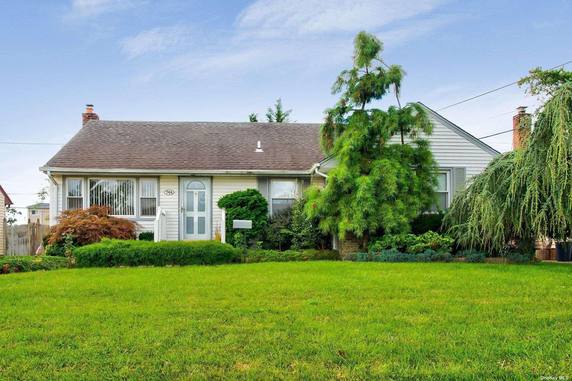 744 Woodside Drive, Wantagh, NY 11793 - #: 3340999
