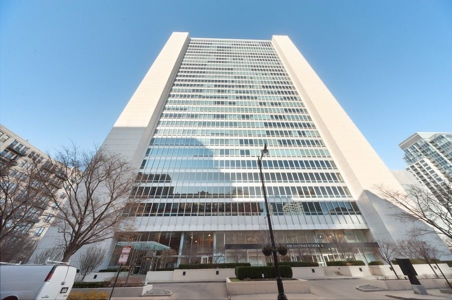 Photo for 500 W Superior Street #2704, Chicago, IL 60654 (MLS # 10952007)