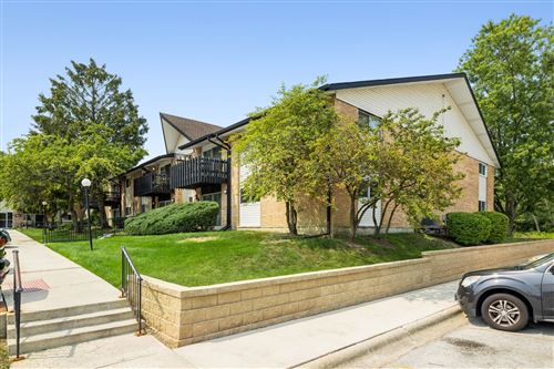 Photo of 17A Kingery Quarter #104, Willowbrook, IL 60527 (MLS # 11162018)