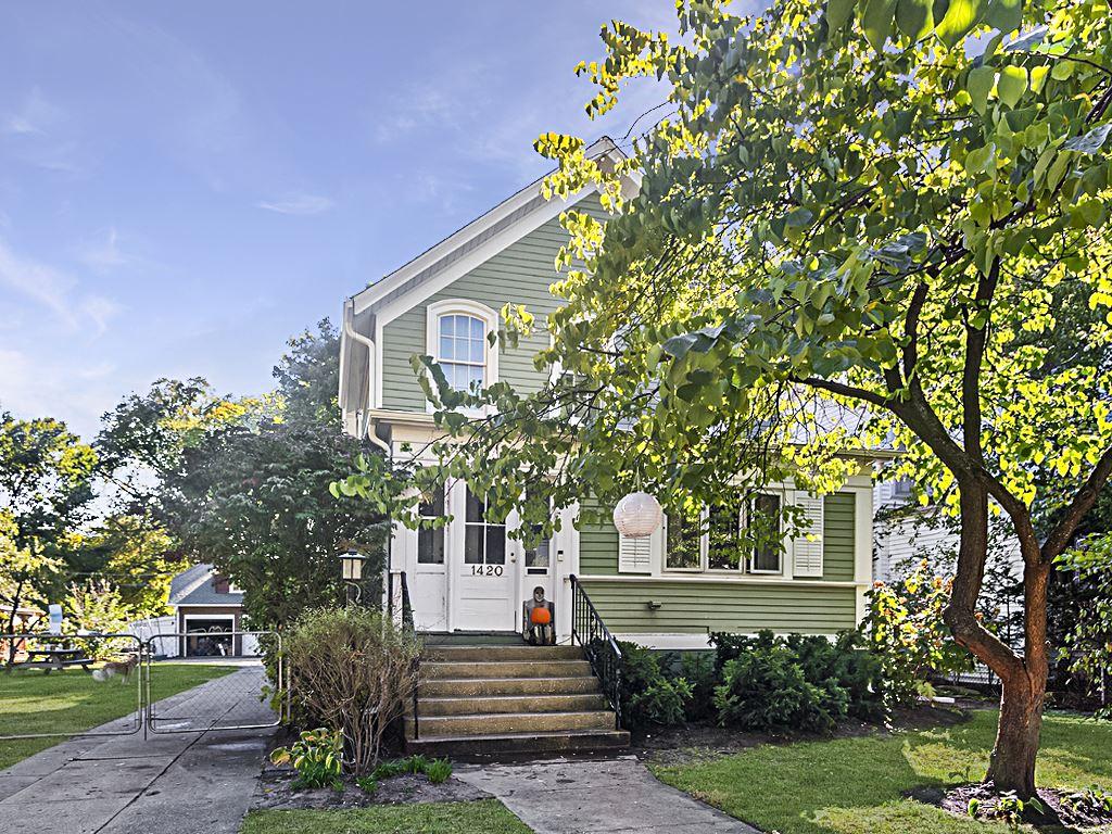 Photo for 1420 Grove Street, Evanston, IL 60201 (MLS # 10898024)