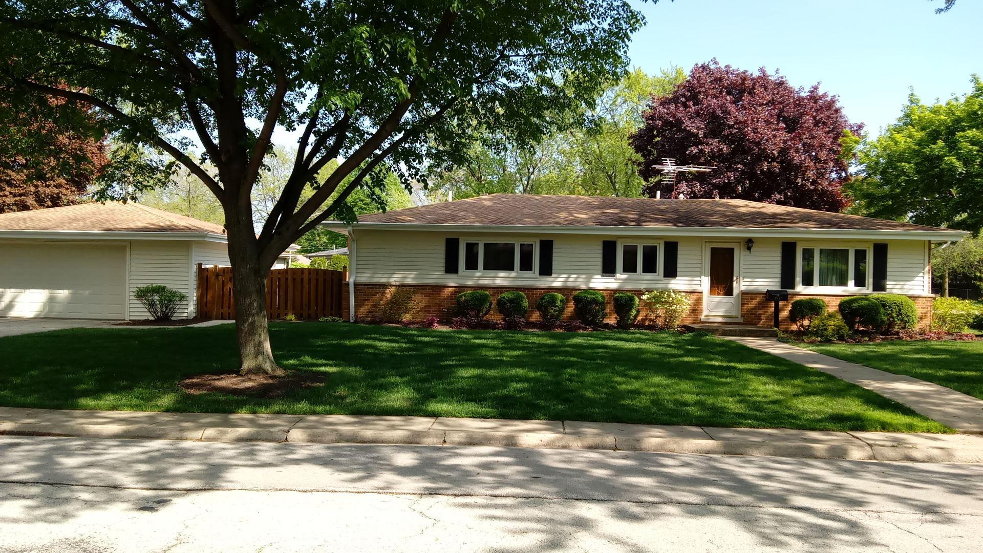 1917 E Lilac Terrace, Arlington Heights, IL 60004 - #: 10724027