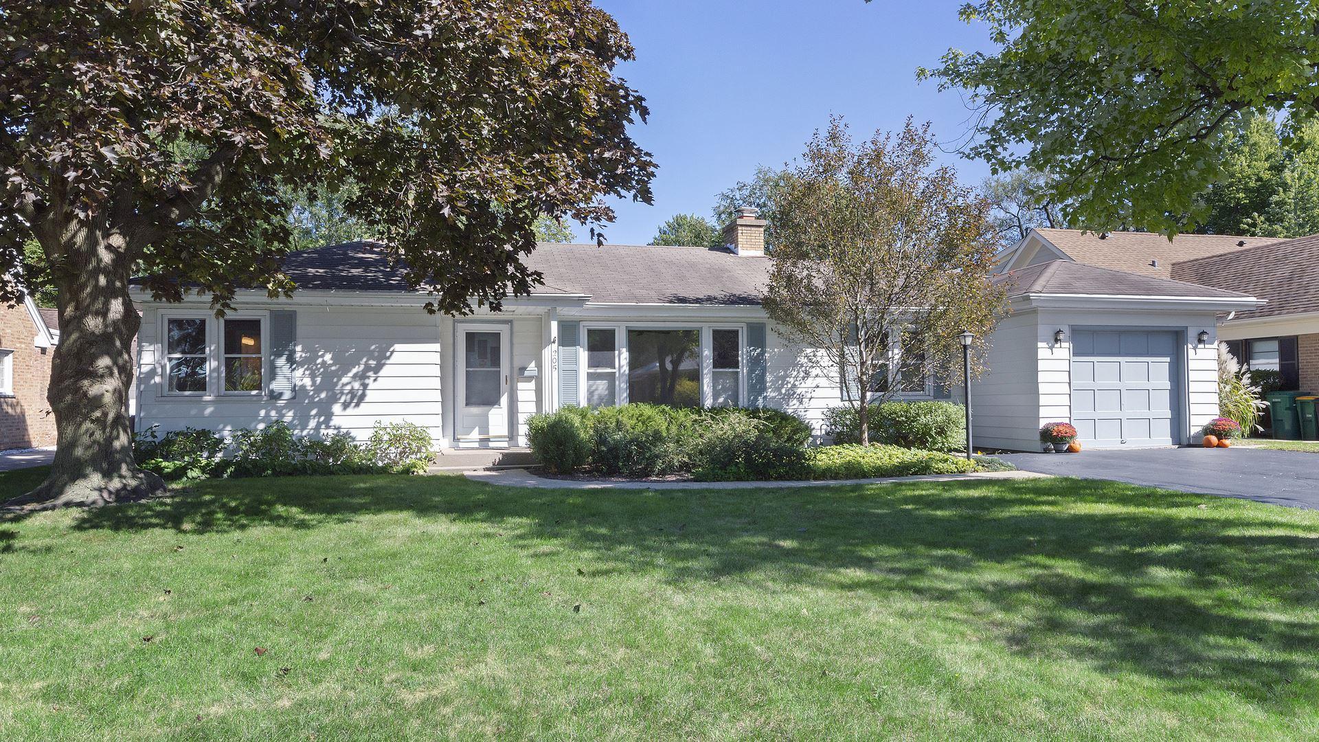 Photo for 205 Latrobe Avenue, Northfield, IL 60093 (MLS # 10846027)