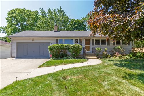 Photo of 125 W Granville Avenue, Roselle, IL 60172 (MLS # 10773029)