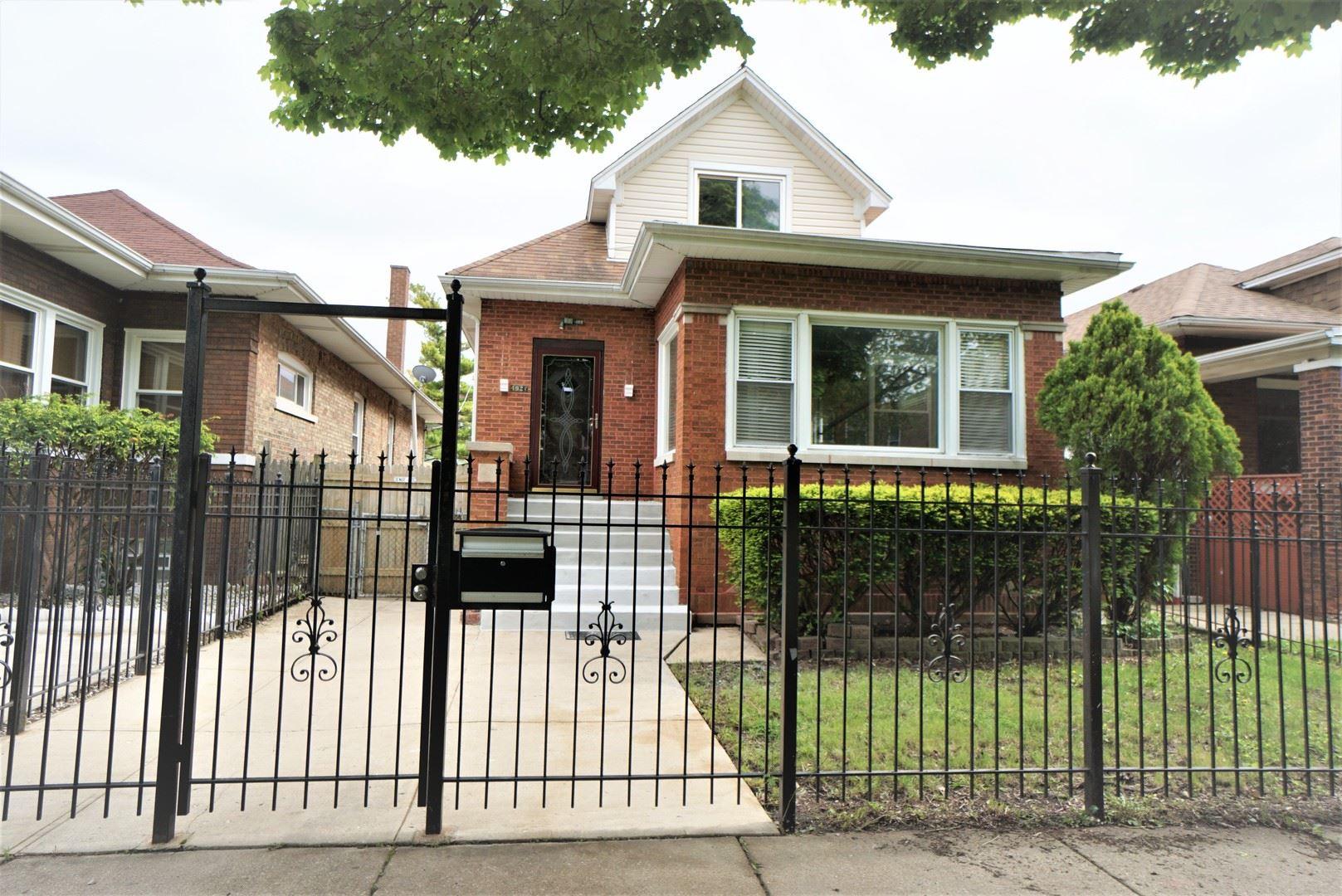 4927 W Barry Avenue, Chicago, IL 60641 - #: 10775038