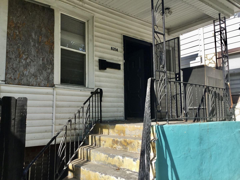 8214 S Coles Avenue, Chicago, IL 60617 - #: 11243042