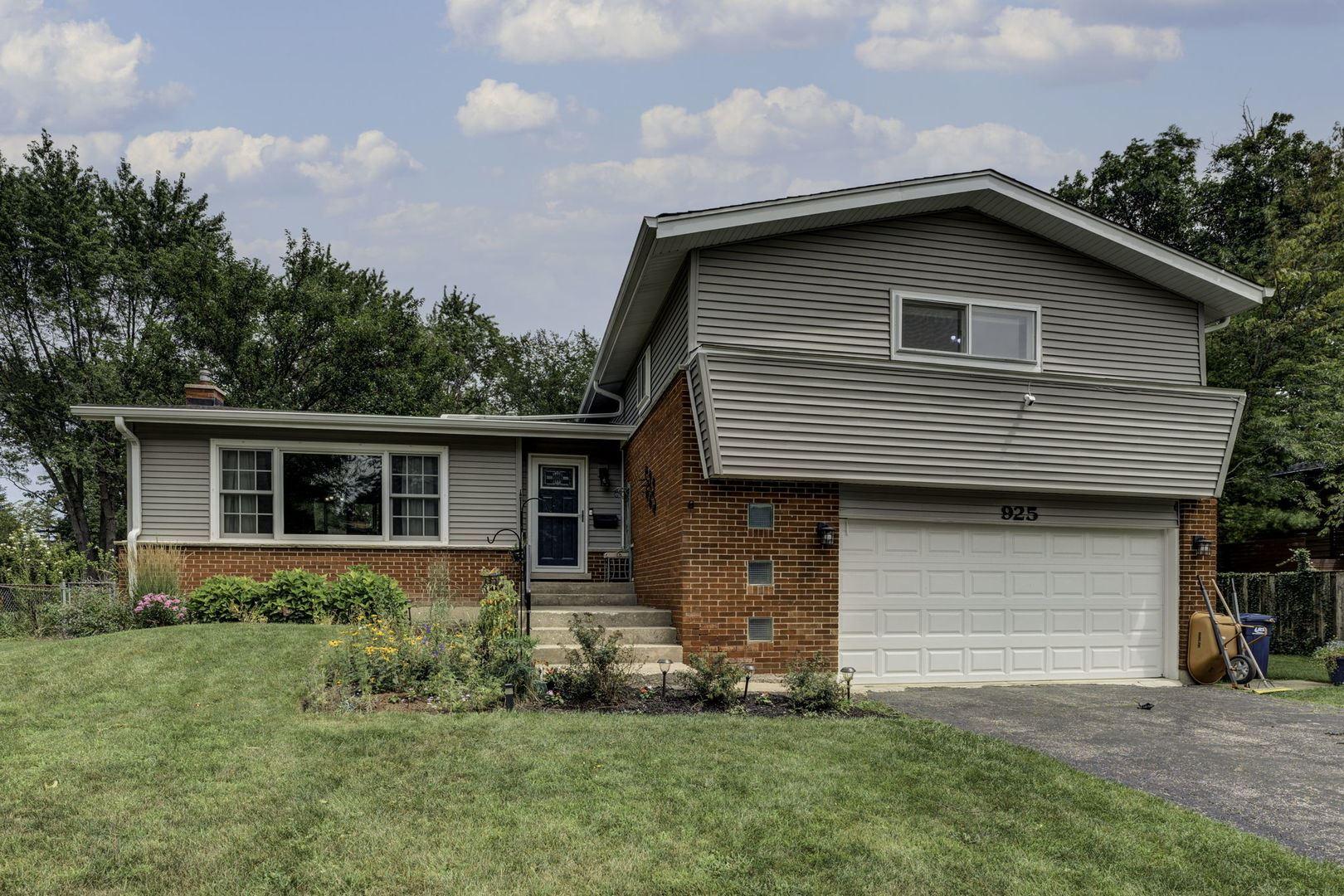 925 Castlewood Lane, Deerfield, IL 60015 - #: 11180053