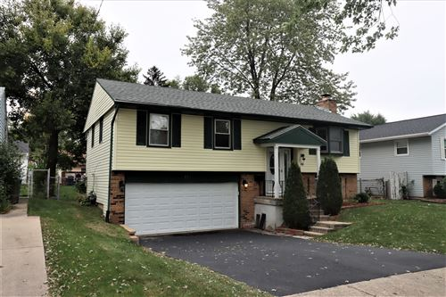 Photo of 152 W Fullerton Avenue, Glendale Heights, IL 60139 (MLS # 10884069)