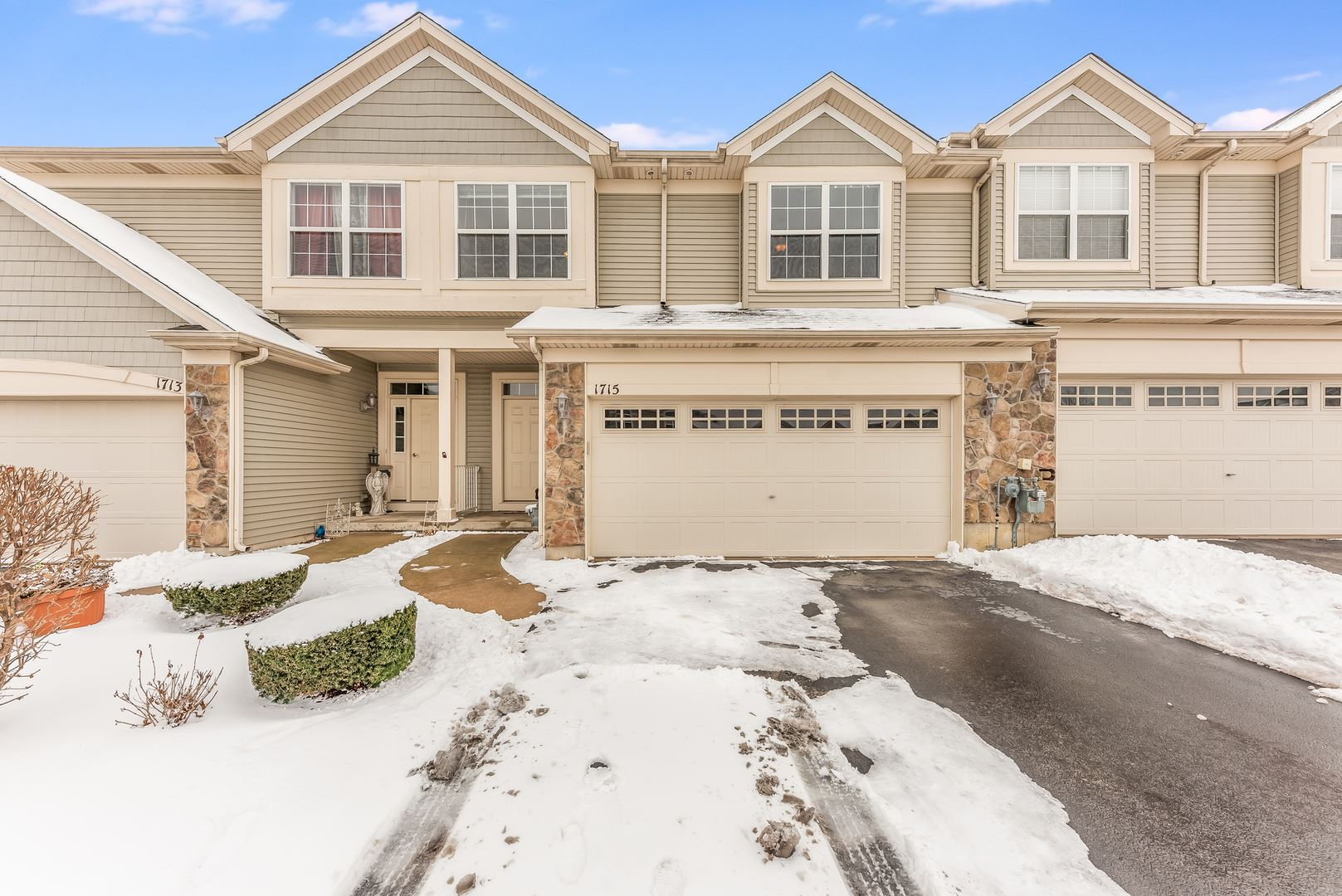 Photo of 1715 FIELDSTONE Court, Shorewood, IL 60404 (MLS # 10987074)