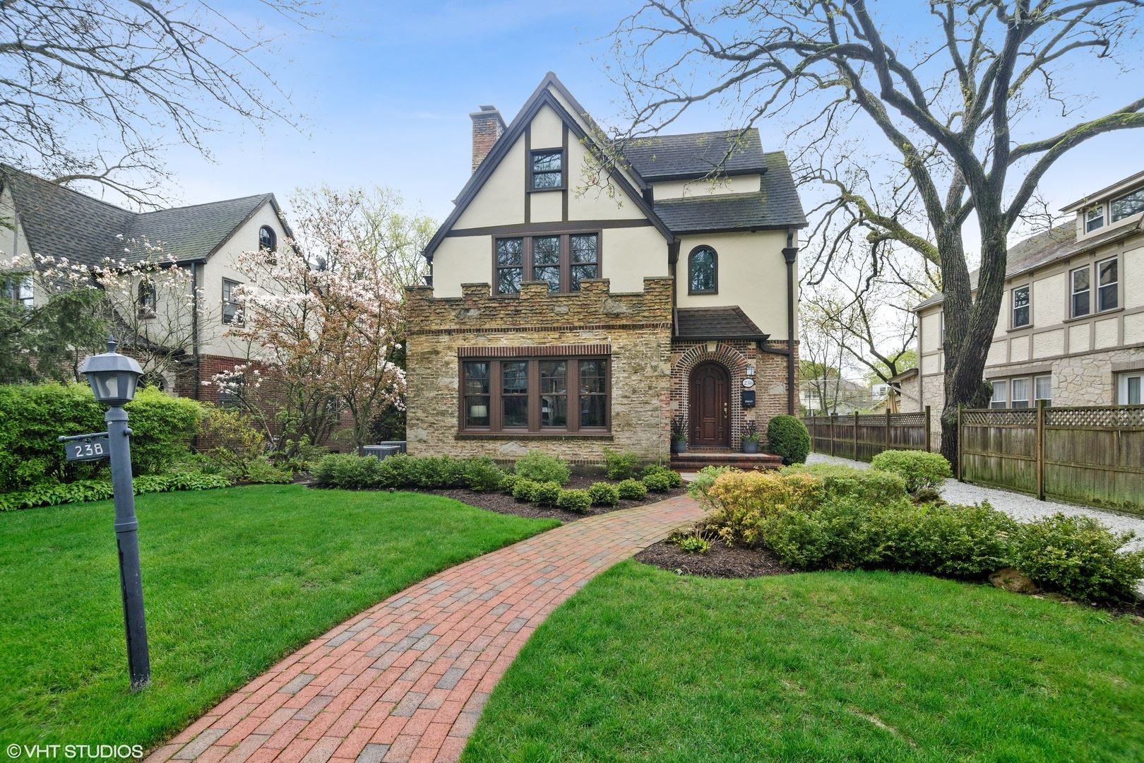 238 Woodlawn Avenue, Winnetka, IL 60093 - #: 10718081
