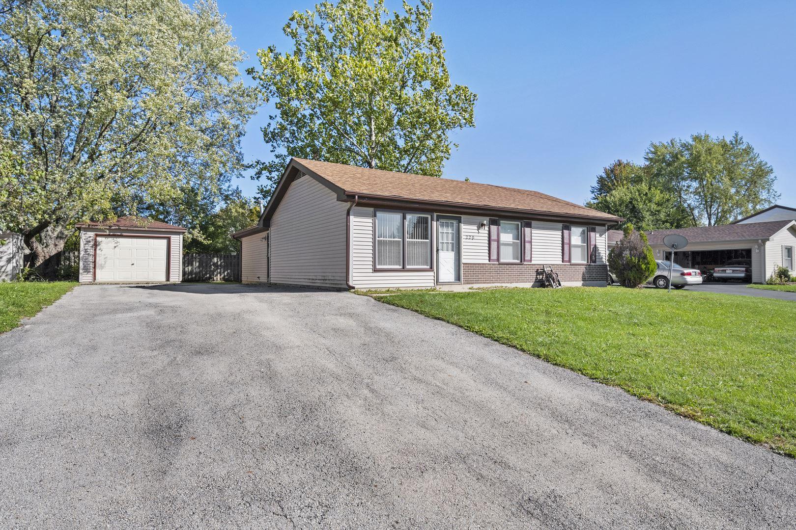 Photo of 220 Lexington Drive, Bolingbrook, IL 60440 (MLS # 10895082)
