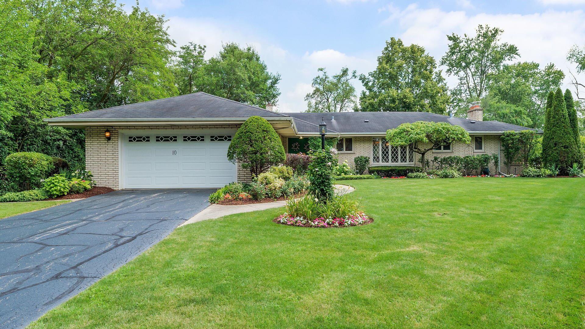 10 Calle View Drive, La Grange, IL 60525 - #: 10669093