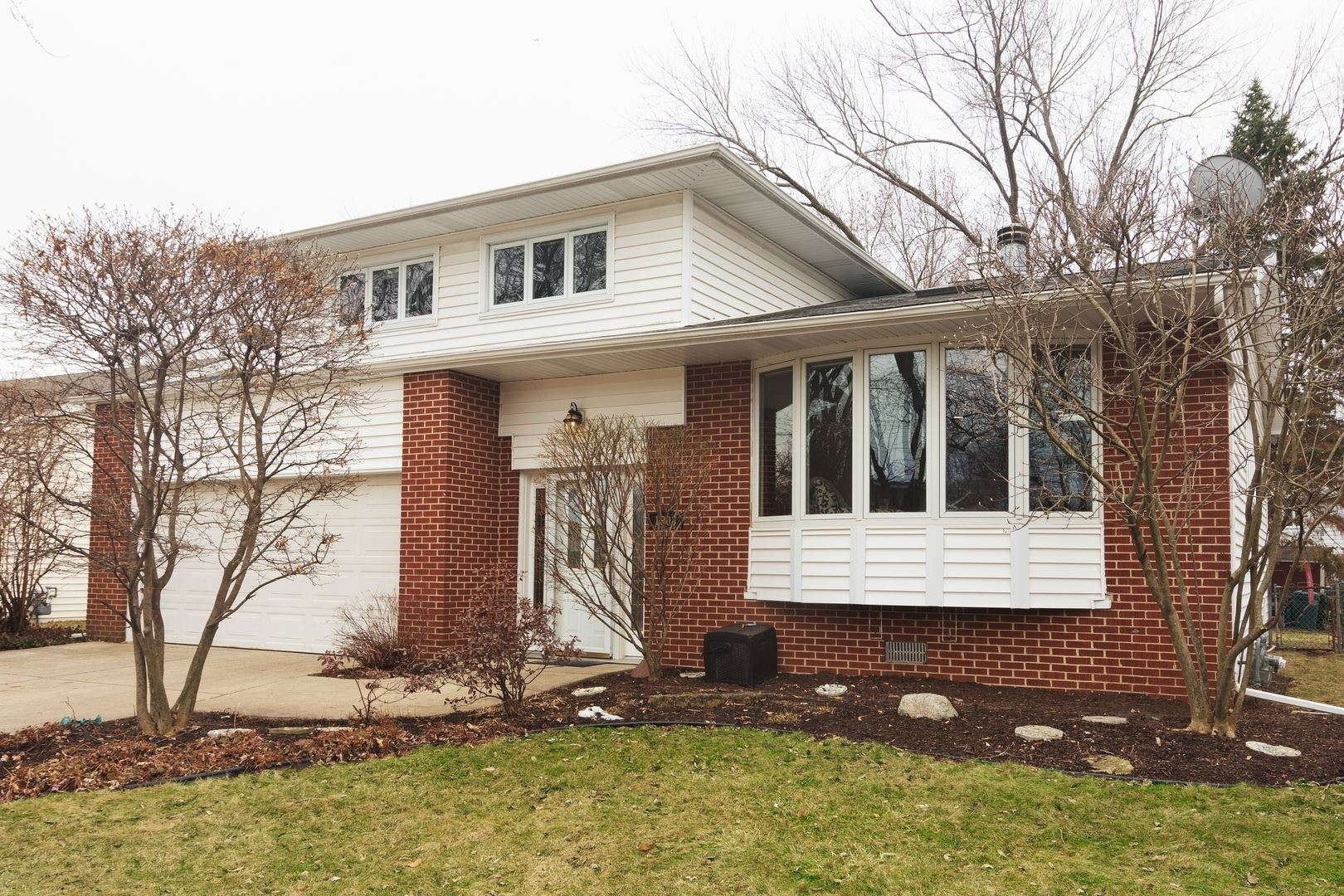 1803 E Basswood Lane, Mount Prospect, IL 60056 - #: 10663099