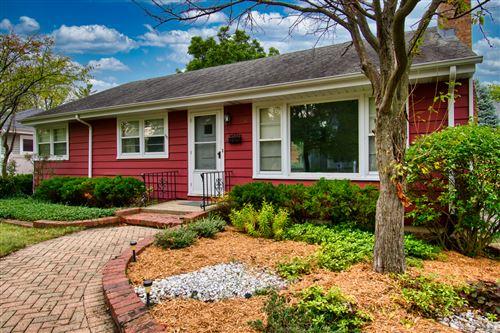 Photo of 112 Tuttle Avenue, Clarendon Hills, IL 60514 (MLS # 11244104)