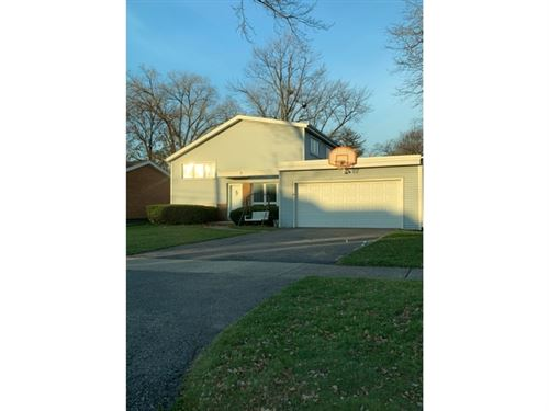 Photo of 132 N Richard Avenue, Elmhurst, IL 60126 (MLS # 10946107)
